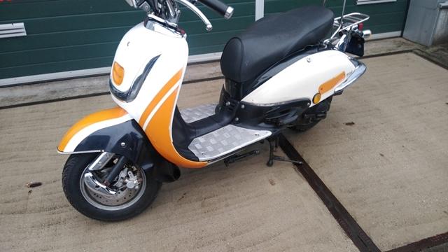Milano retro scooter